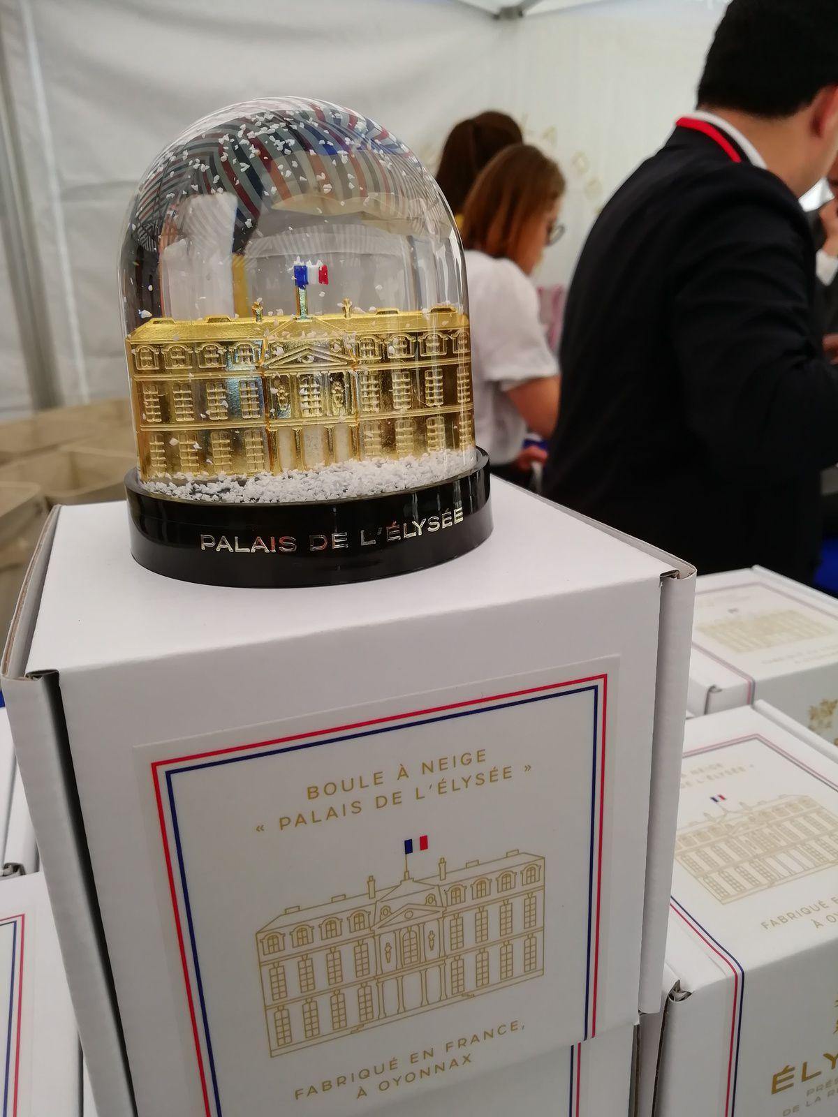 Photos J.S / Exemples d'objets de la boutique de l'Elysée