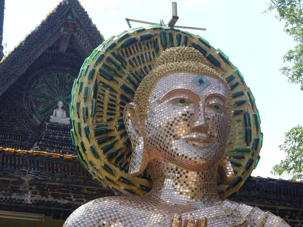 Wat Lan Kuad, le temple au million de bouteilles...