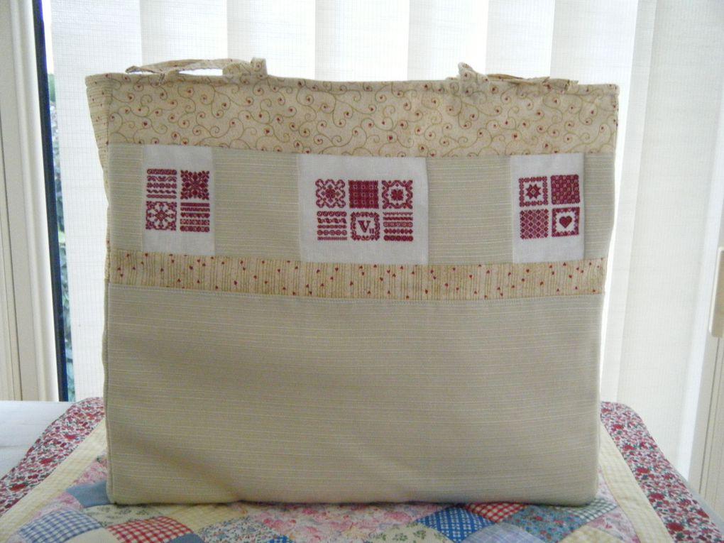 Sac en patch et broderies pour glisser dans un sac transparent !