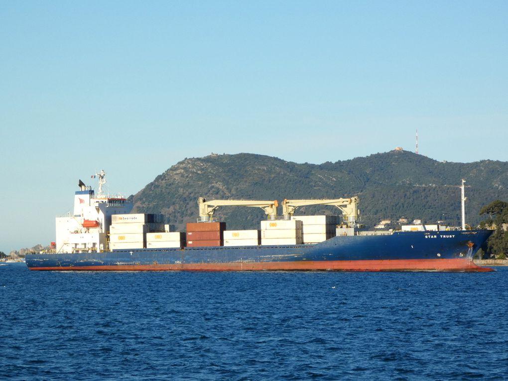 STAR TRUST , arrivant au port de Toulon le 20 mai 2021
