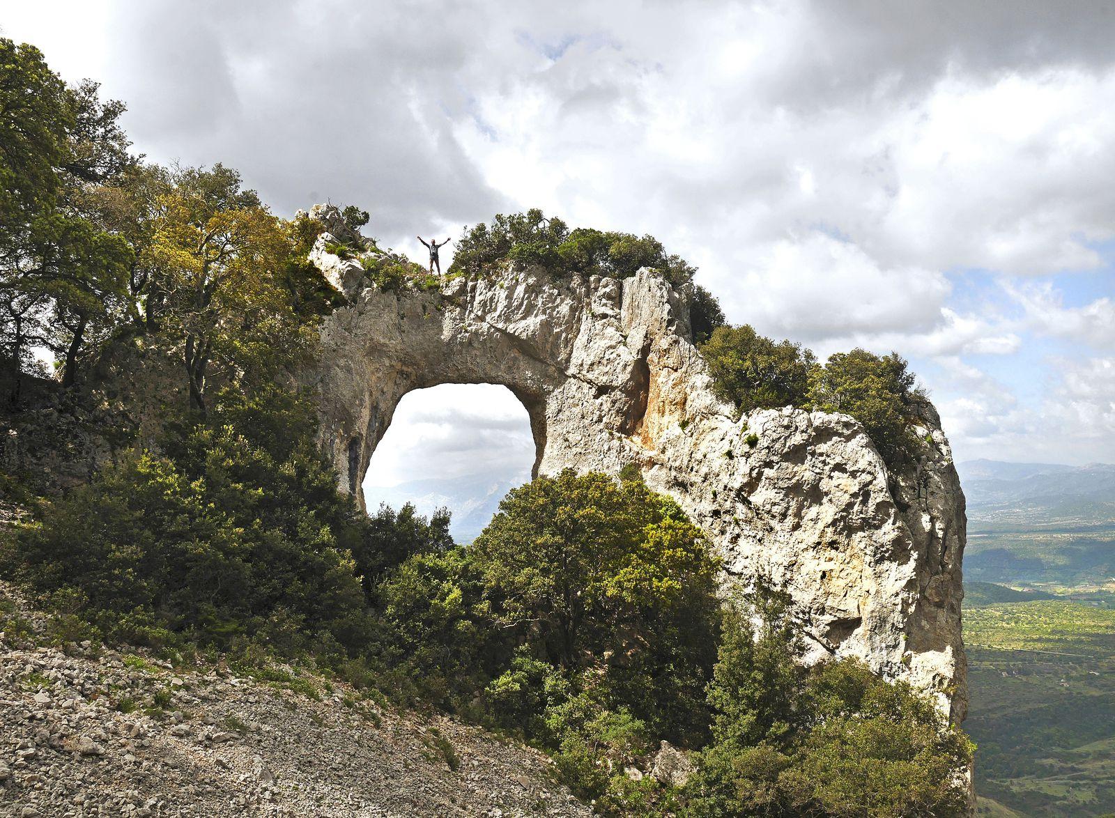 Près de Galtelli, sa Petra Istampata, dont l'accès est aménagé depuis la route et qui s'atteint en 5 mn, mais reste magnifique malgré cette vocation touristique.