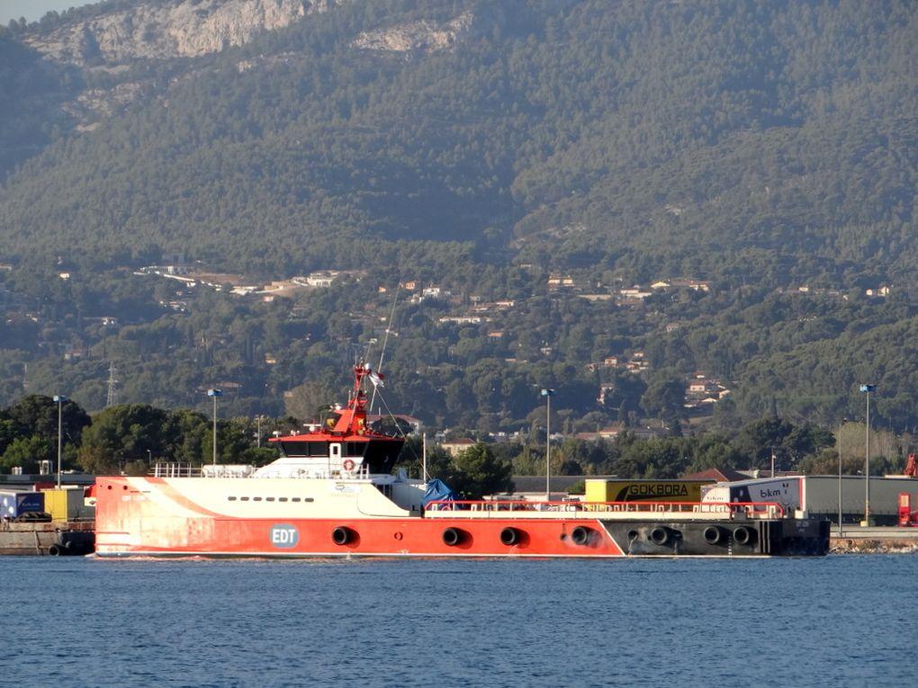 EDT LEON , navire de rataillement offshore , arrivant a la Seyne sur Mer le 16 octobre 2017