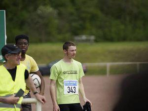 (à gauche) Dans le final avant mon ultime accélération (à droite) La concentration d'avant-podium !