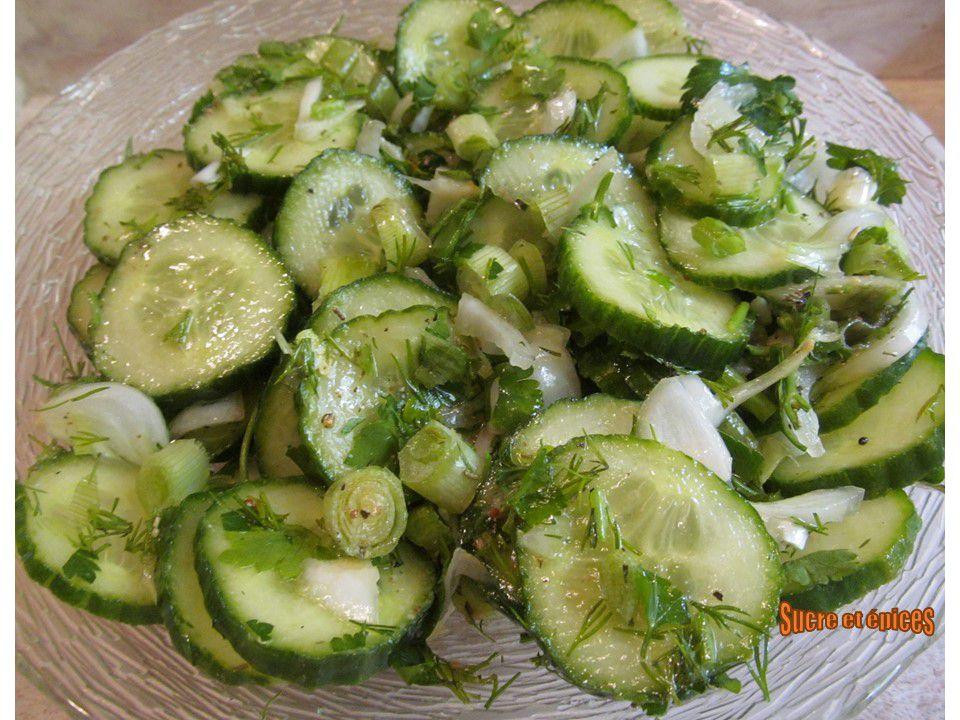 Salade de concombre aux herbes - Recette en vidéo