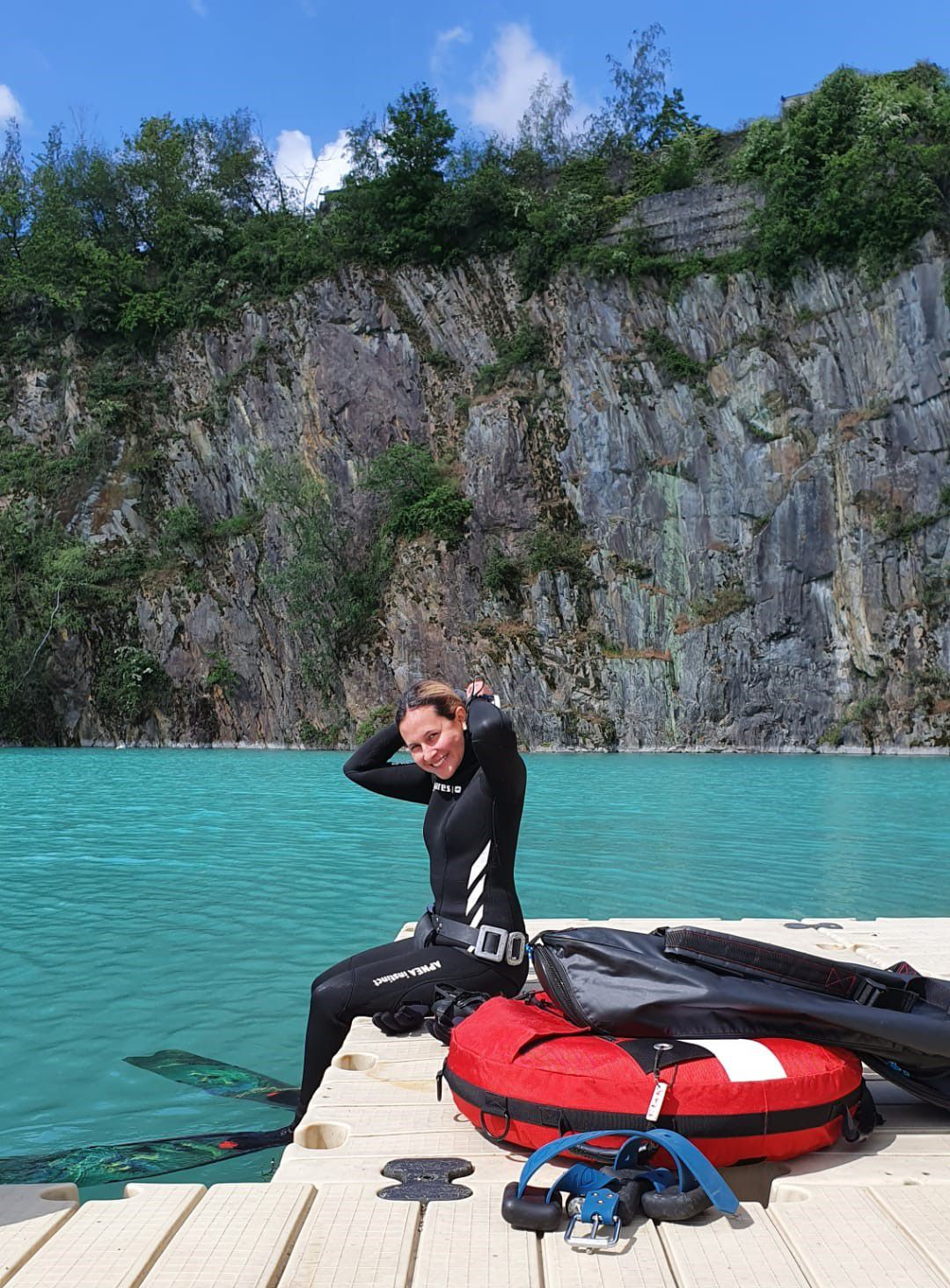 Daniela before her first ever dive in cold open water ^^ (photo by Samuel Fernandez).