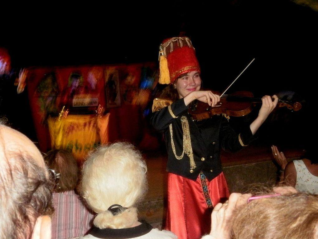 Une violoncelliste de talent , un spectacle de qualité. un public enthousiasme, nous avons passé une très bonne soirée. C'était hier soir dans la cour de l'ancienne Ecole.