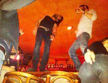 On fait la fête dans le XI arrondissement de Paris à la barbe de Daech