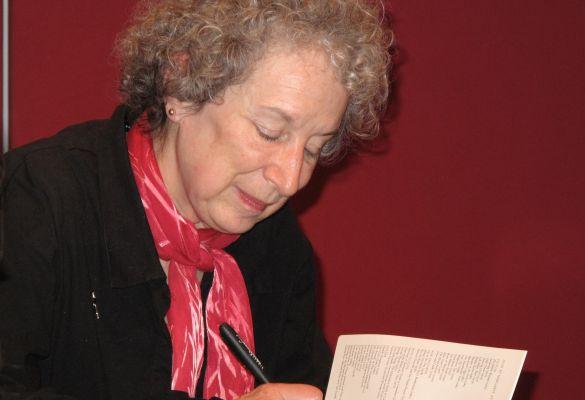 Découvrez la vie de Margaret Atwood