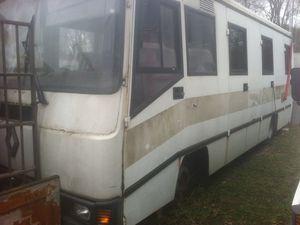 Vend Bus et Caravane / Envoyée par Lisa Valverde le 01/04/2014