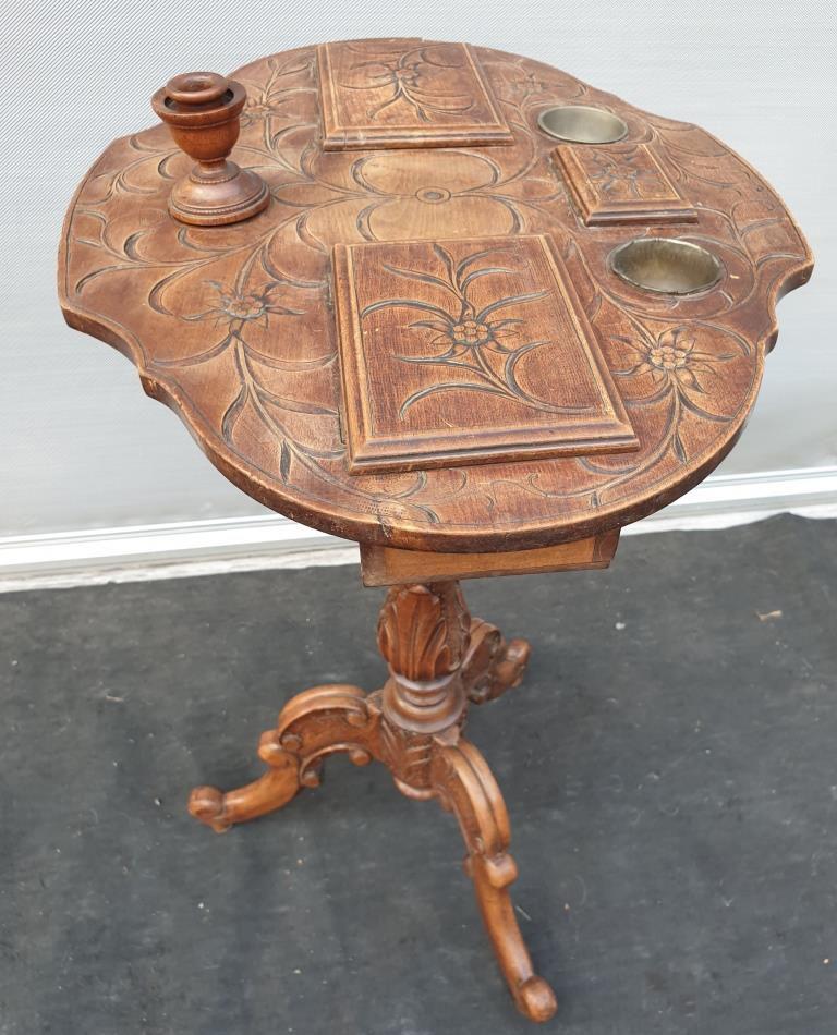 TABLE D'ARTISTE VIOLONEE SCULPTEE -  vendu