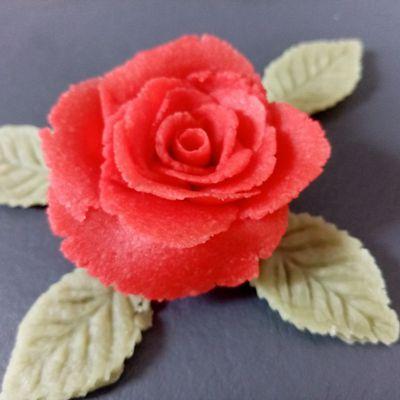 Comment faire une rose en pâte d'amande?