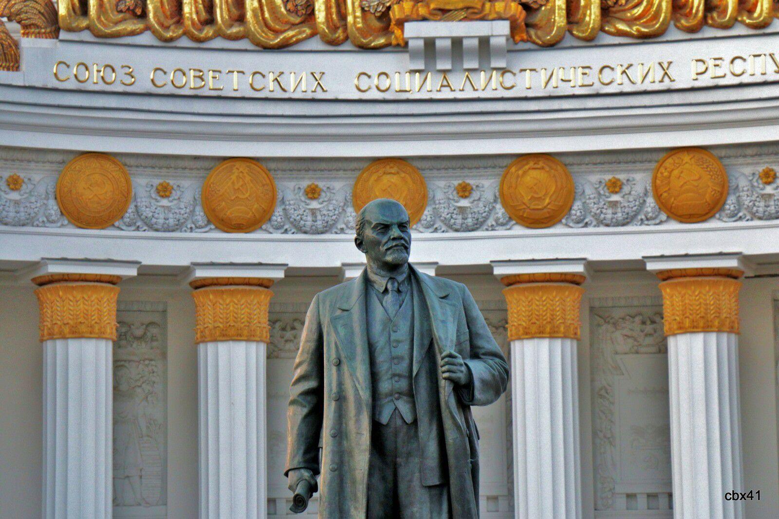 Lénine, Centre des expositions de Moscou (Maison du peuple russe)