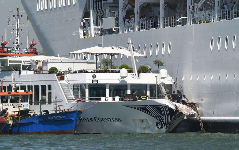 Un paquebot percute un quai et un bateau à Venise