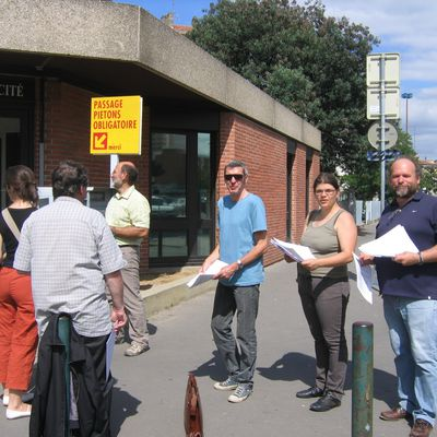 DISTRIBUTION DE TRACTS PAR L'UNSA A TOULOUSE