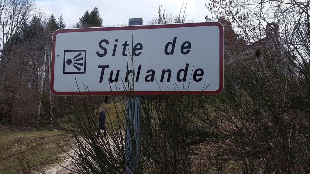Le site de Turlande, sa vue sur les gorges de la Tuyère, sa chapelle
