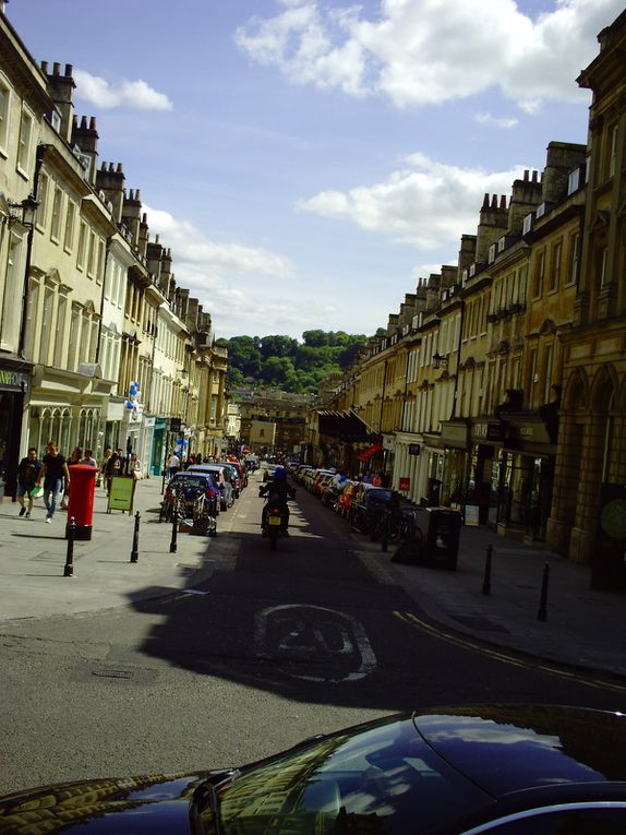 DIAPORAMA 32 PHOTOS - ON ARRIVE À BATH...........LA ROUTE EST UNE GRANDE DESCENTE