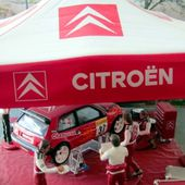 DIORAMA STAND ASSISTANCE CITROEN SAXO SUPER 1600 2001 SEBASTIEN LOEB. - car-collector.net