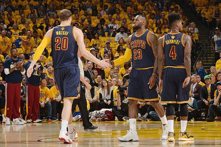 """LeBron James: """"on a toujours notre chance"""""""