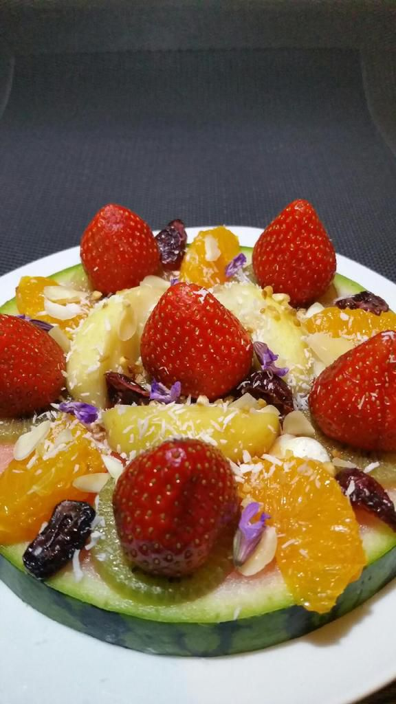 farandole de fruits sur plateau de pastèque