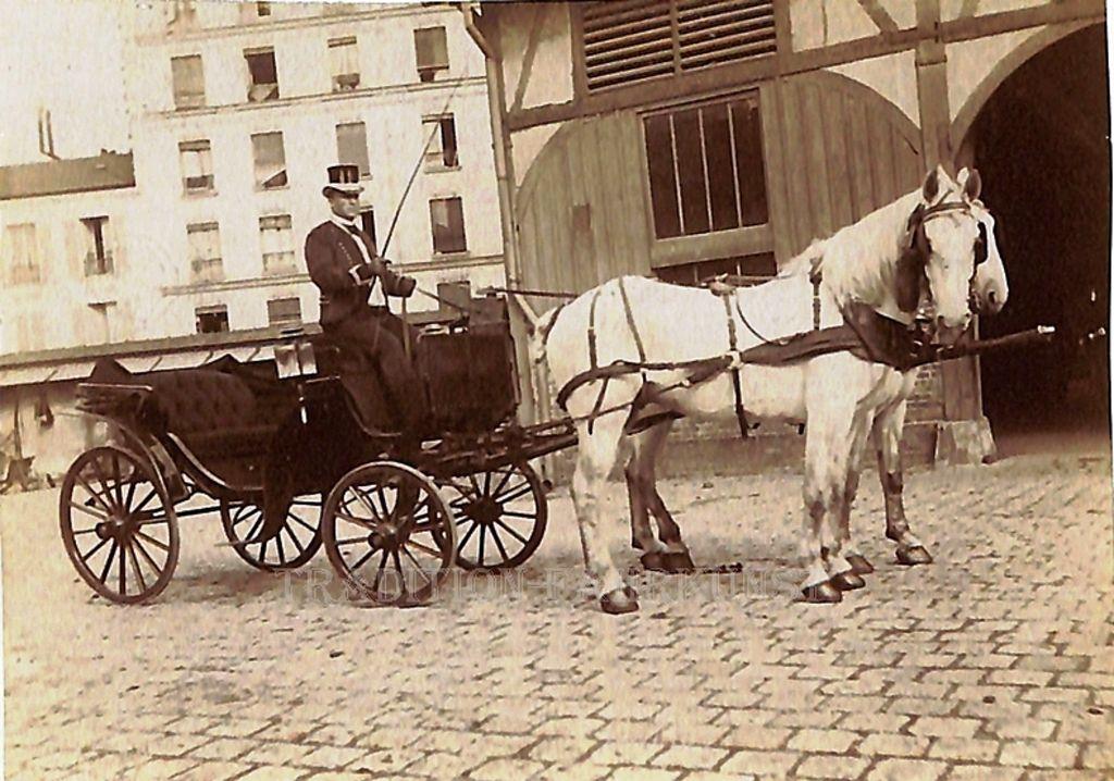 Milord et landau photographiés dans un dépôt de la CGV dans les années 1880 (Collection Hans Paggen)