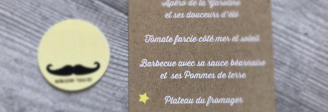 Les options de baptême de Gustave : menus et marques place thème moustache