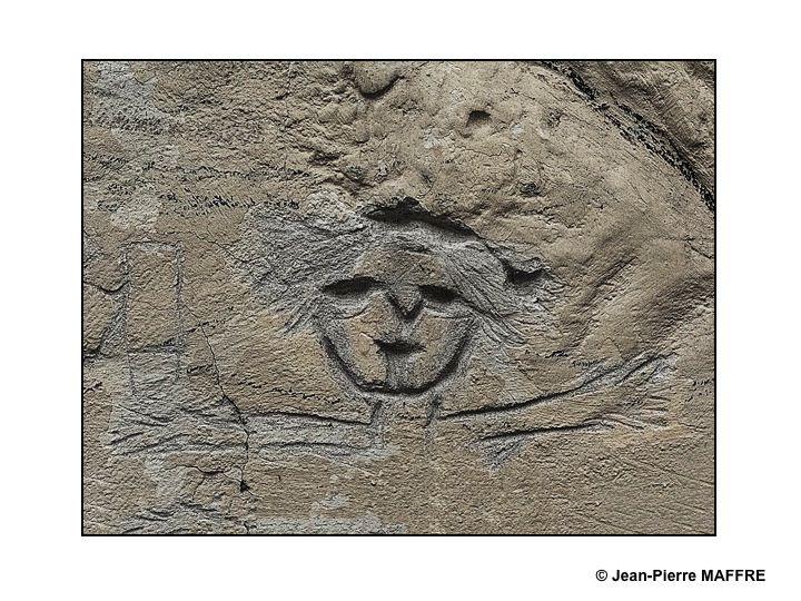Sur des vieux murs gravés on trouve parfois des expressions étonnantes de l'âme humaine.