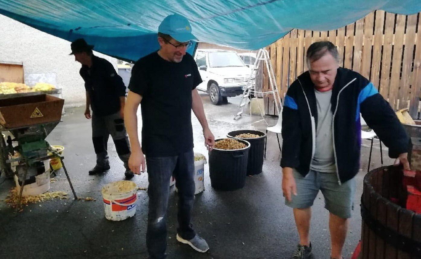 Les bénévoles du Pisse Menu se sont dévoués pour le téléthon. L'association mélinoise a fait un chèque de 716 € à AFM Téléthon. Photo ER