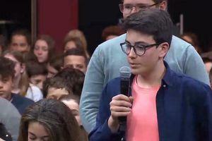 Grand débat : un collégien interpelle Macron sur l'écologie