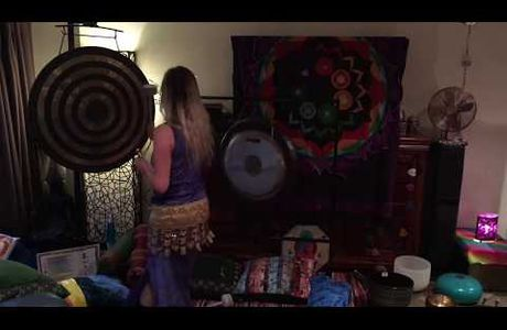 5 Minute Mindfulness Sound Bath | Gong Meditation...