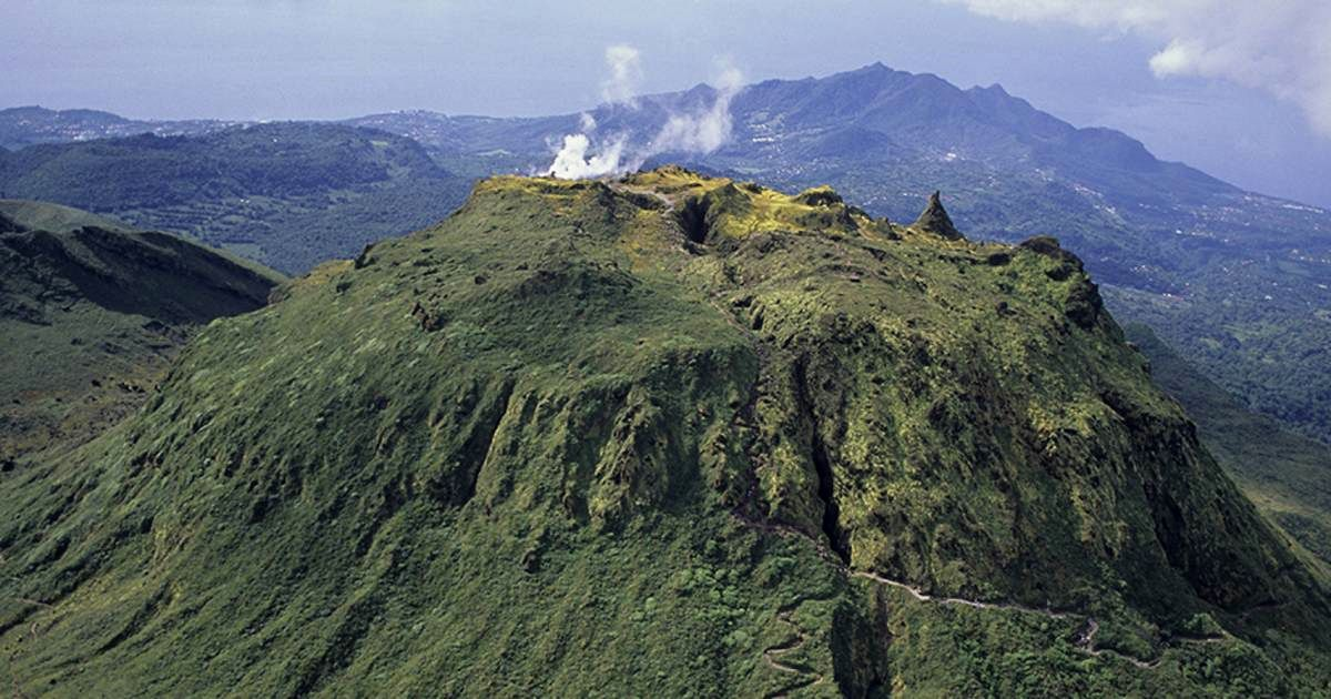 Guadeloupe - the dome of La Soufriere - Doc.France.fr