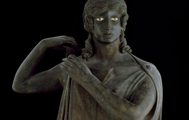 """Danaïdes : figure mythologique évoquée dans """"Homère, avec tes descendants ça ne va pas le faire"""