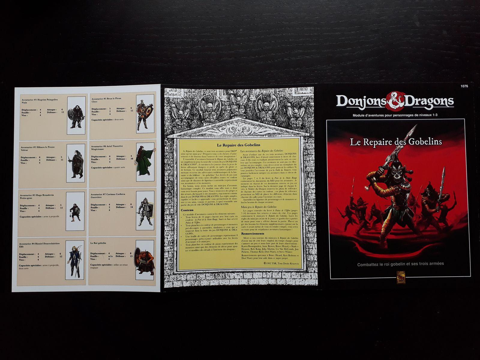La couverture en trois volets, le recto et le verso. Les couleurs de la carte ressortent très bien, le petit plus par rapport à la vo ^^