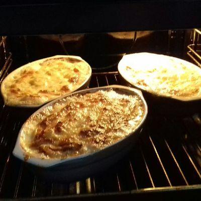 Cassolettes de pommes de terre, jambon cru et reblochon