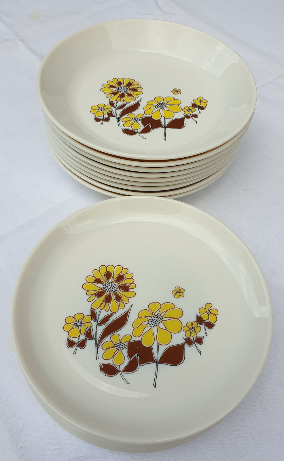 SET 5+9 ASSIETTES RETRO 1970 SOVIREL MARGUERITES - 30 euros
