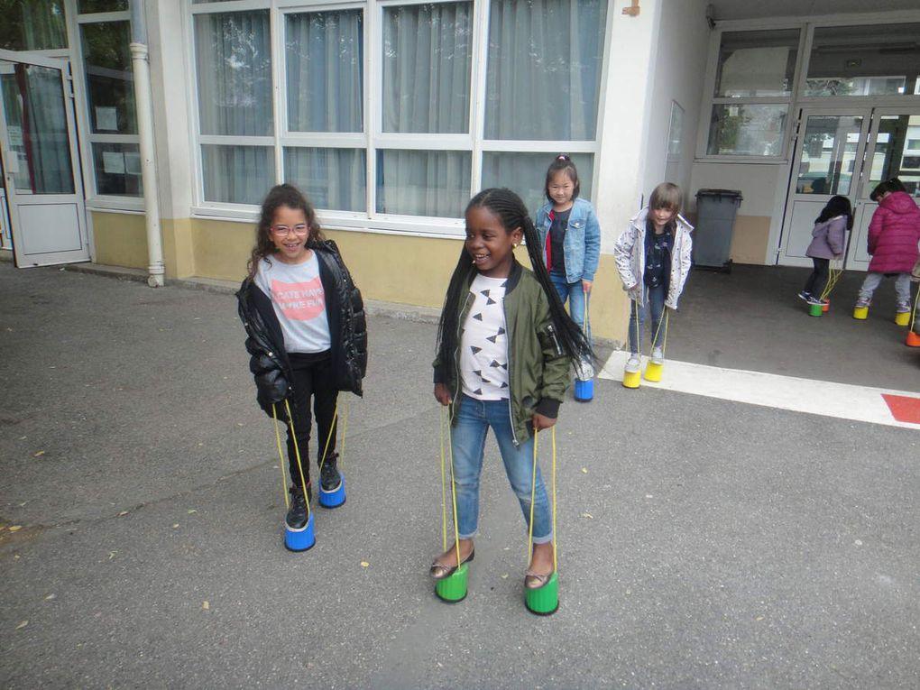 Les élèves de Maternelle à la grande école
