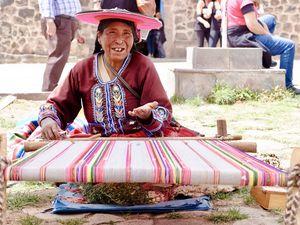 Sur la route de Cusco, une journée particulièrement longue en bus mais riche en rencontres et découvertes....ces découvertes seront d'ailleurs abordées dans le chapitre sur le Pérou mais ici je m'attarderai sur des rencontres et des visages plein de douceur, de vie et de malice....