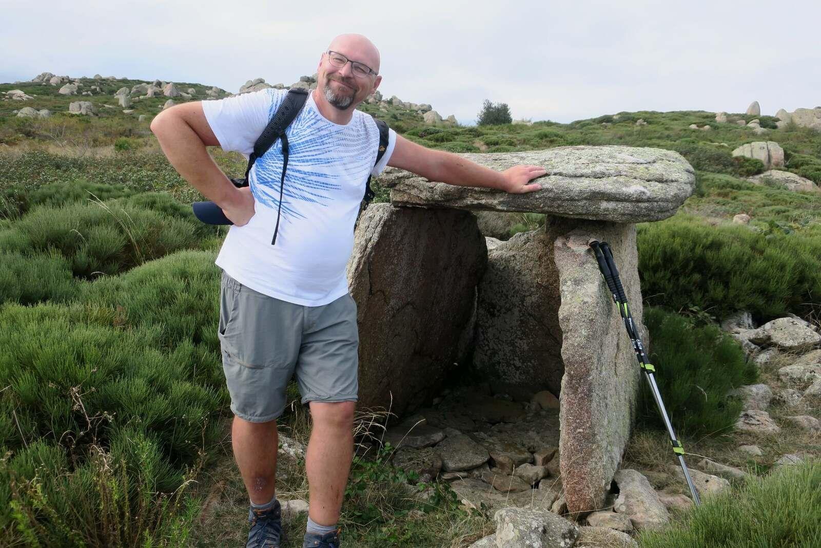 reconnaissance rando les 3 dolmens au dessus du village abandonné de Comes !!!