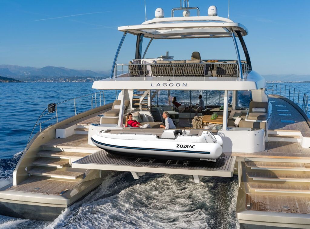 eJET 450 tender to Lagoon 78