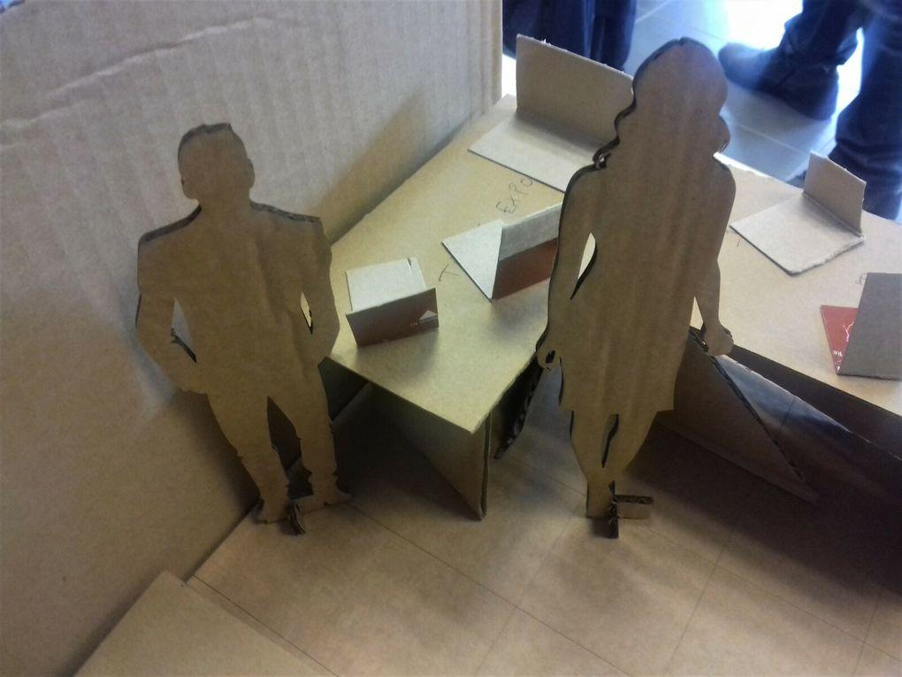 En carton, 3mx3m ou 3 par 4 ou 4 par 2 avec un mur, deux ou trois et même sans. (8 photos)