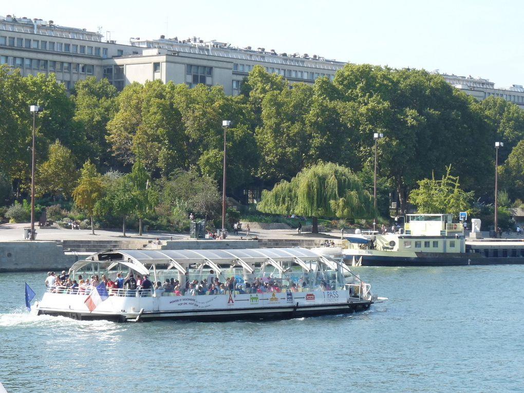 VENDOME , vedette bateau-bus à Paris