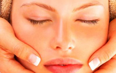 CONTROL OILY SKIN THIS SUMMER WITH A FACE PEEL
