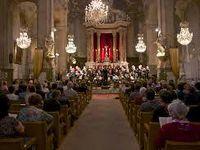 Sous la direction éclairée de Muriel Burst et régulièrement accompagné par Michel Chanard : partager la musique par le truchement du chant choral.