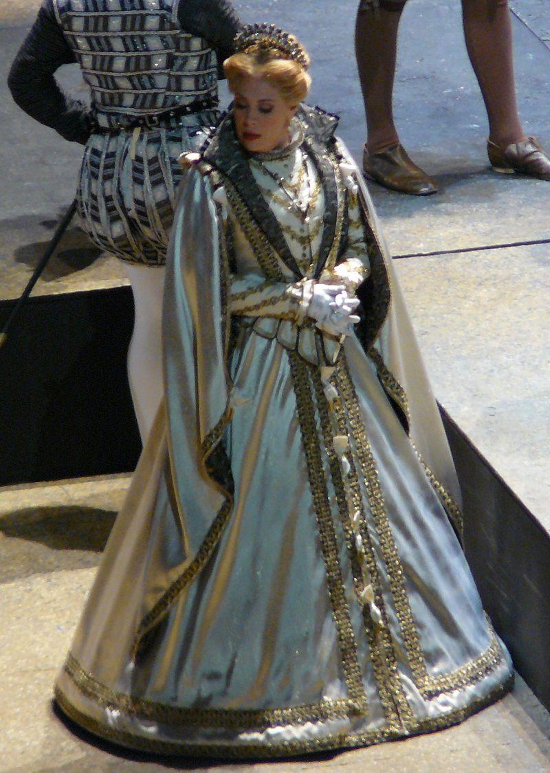 Sondra Radvanovsky (Elisabeth de Valois)