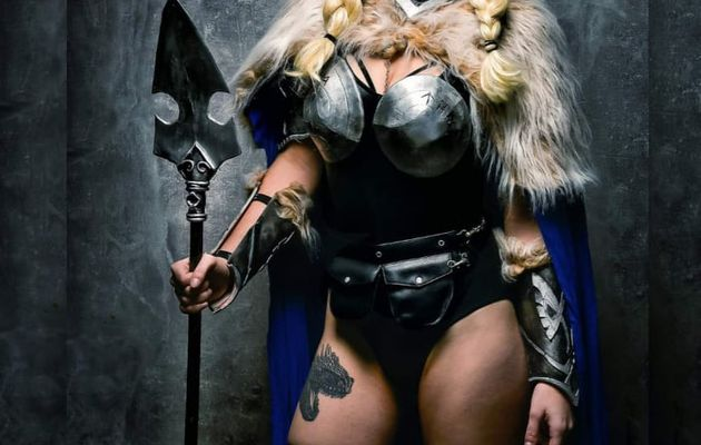 Parle-moi Cosplay #450,5 : Lady Ragnarok Cosplay
