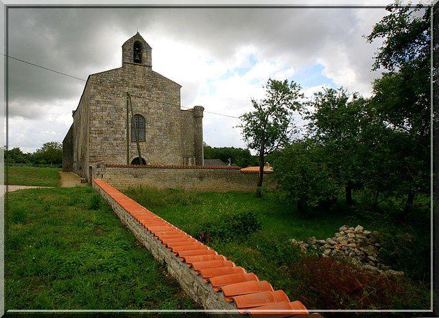 Diaporama église fortifiée de Saint Séverin sur Boutonne
