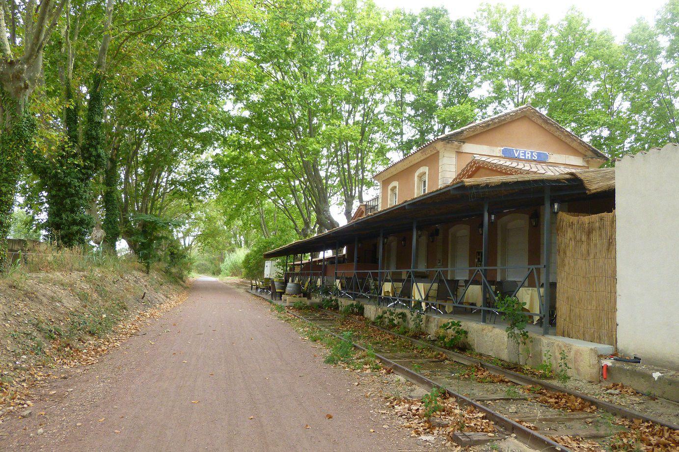 L'ancienne gare de Vers, sur la Voie Verte direction Uzès.