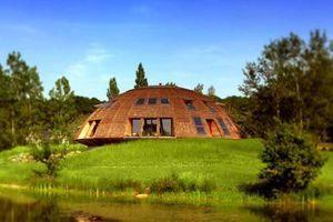 Domespace, une maison en bois qui tourne avec le soleil