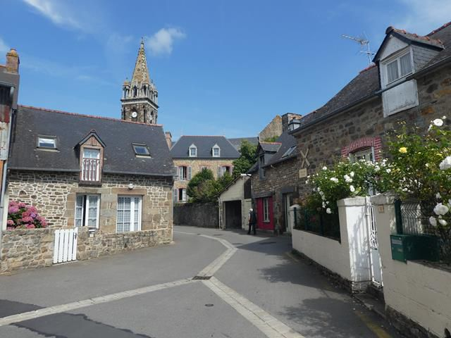 A  Combourg...