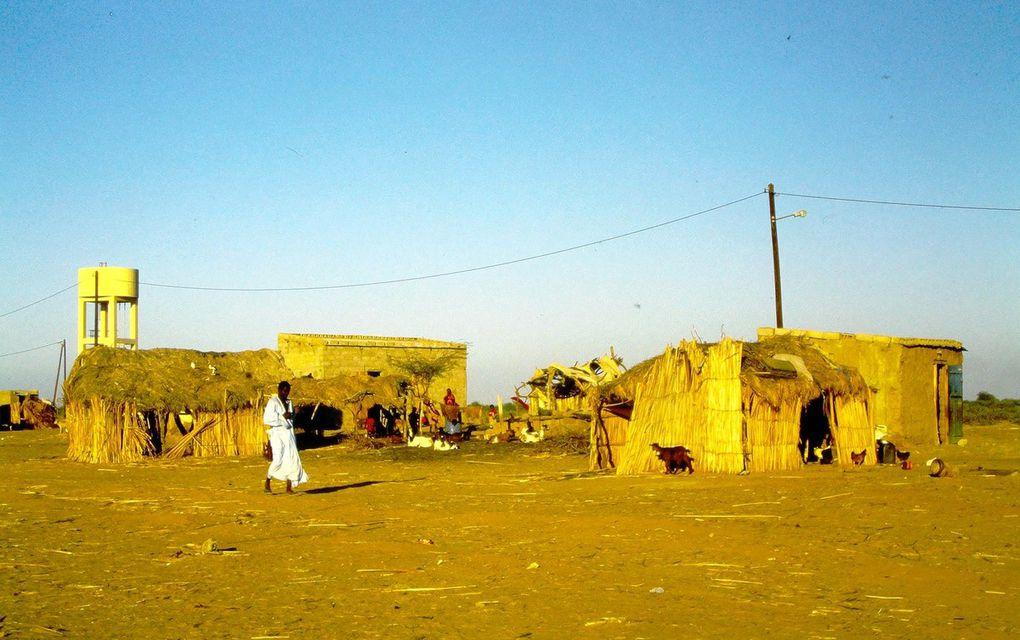 Près de la Mauritanie, de l'autre côté du fleuve, le village s'anime à l'approche d'un mariage.