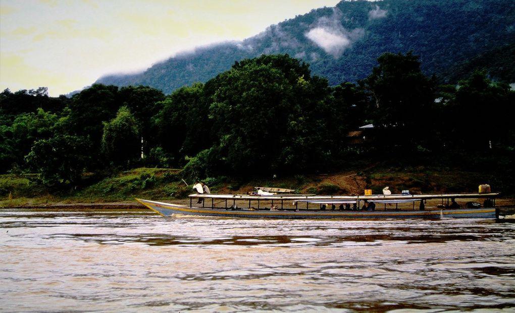 Souvent Mékong varie ! Premières dias: le Mékong à Luang Prabang. Dernière dia: le Mékong ( tout en haut à droite )à Vientiane, capitale du Laos; avant-dernière dia, le pont de la Paix à Paksé ( aujourd'hui terminé ).
